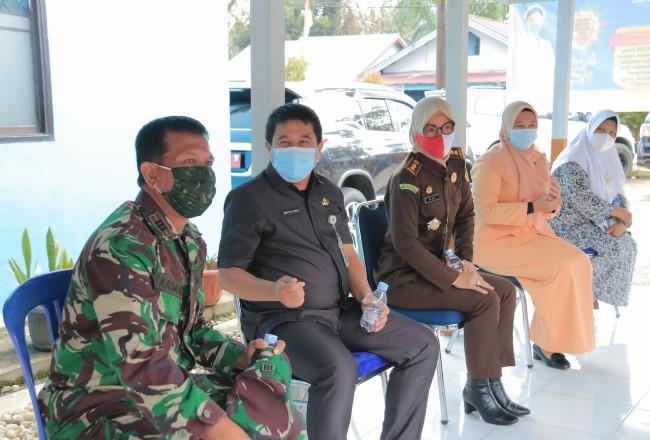 Pelaksanaan vaksinasi tahap 2 yang diikuti Sekda Rohul beserta pejabat publik lainnya.