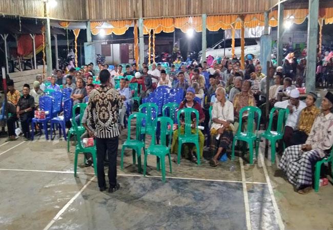 Kelmi Amri, menyampaikan tanggapannya di hadapan masyarakat saat reses di Desa Pendalian, kecamatan Oendalian IV Koto