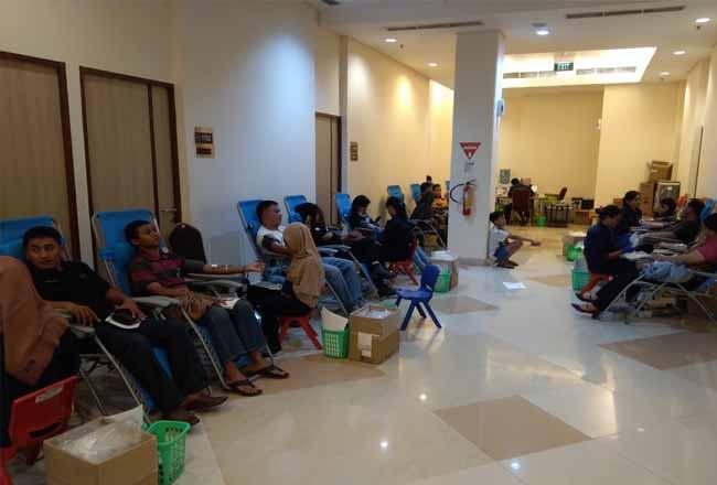 Eka Hospital menggelar donor darah.