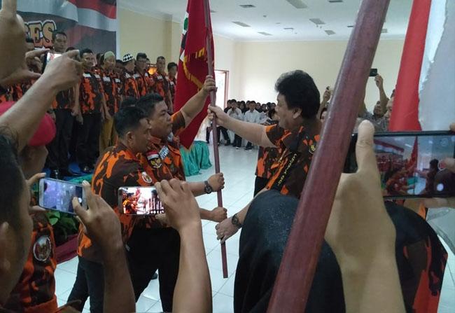 Sekretaris MPW PP Riau, Fran Rizal, melantik Rynaldi sebagai ketua MPC PP Rohul serta 70 pengurus lainnya priode 2019- 2023