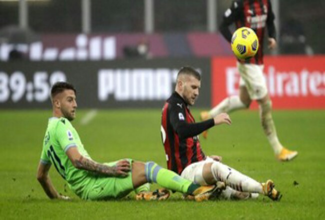 AC Milan tetap di puncak klasemen Liga Italia. Foto: CNNIndonesia