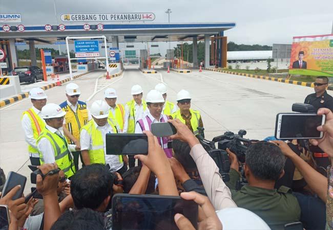 Presiden RI Joko Widodo saat tinjau Tol Pekanbaru-Dumai, Jumat (21/2/2020) siang.