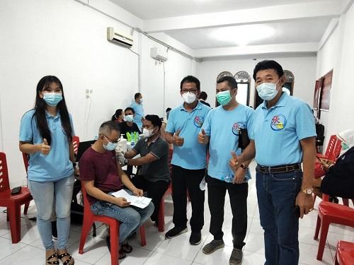 Kegiatan ditinjau langsung Ketua Marga Zhang Riau, Robert Iwan Boyok dan pengurus Persaudaraan Marga Zhang Riau lainnya.