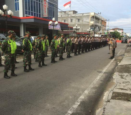 Pengarahan jajaran personel Polres jelang berlangsungnya pengamanan pencabutan nomor urut paslon Pilkada oleh KPU Meranti beberapa waktu lalu.