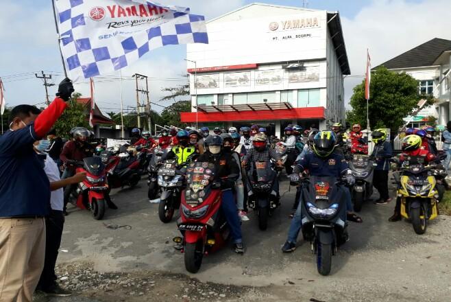 Peserta touring saat dilepas di depan kantor Main Dealer Yamaha PT Alfa Scorpii.