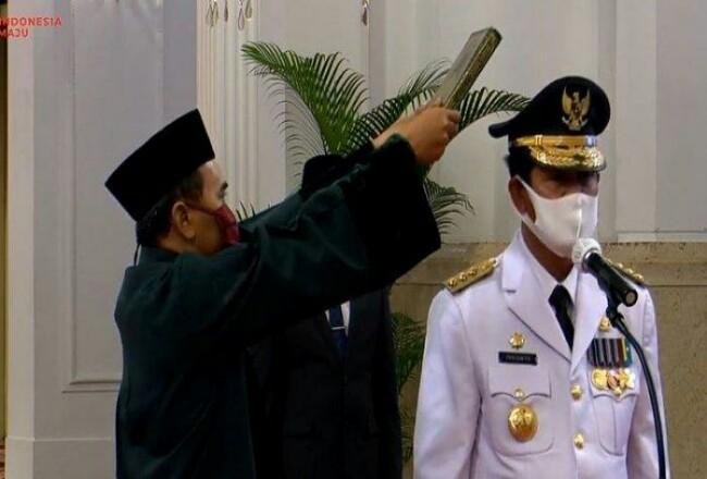 Gubernur Kepulauan Riau (Kepri) Isdianto disumpah saat dilantik di Istana. Foto: Tribunpekanbaru