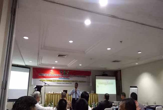 Anggota DPRD Pekanbaru mengikuti orientasi di salah satu hotel di Pekanbaru.