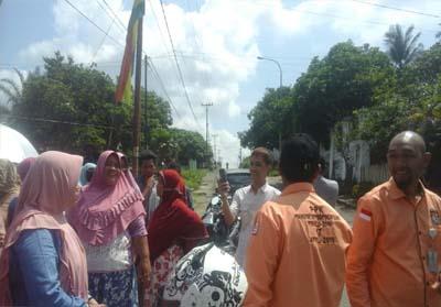 Belasan ibu ibu protes ke petugas, karena mereka tidak dapat salurkan hak suaranya di TPS 07 Lanngopan, Kelurahan Pasir Pangaraian.