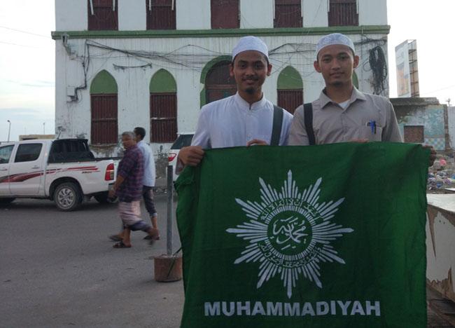 Ziarah keluarga Muhammadiyah Yaman ke makam Shahib Mukalla, Habib Ahmad bin Muhsin al-Haddar.