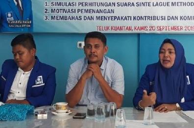 Ketua DPD PAN Kuansing, Komperensi saat gelar konferensi pers.