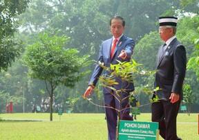 Presiden Joko Widodo (Jokowi) dan Raja Malaysia Al-Sultan Abdullah Ri