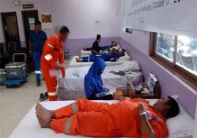 Kegiatan donor darah yang dilakukan karyawan PT Chevron.