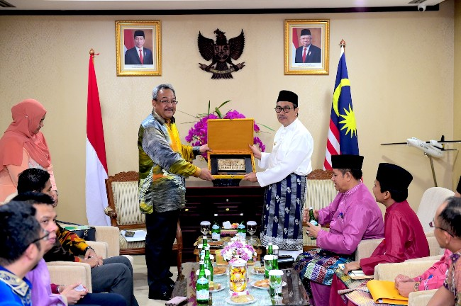 Pertemuan Dubes Malaysia dengan Gubri.