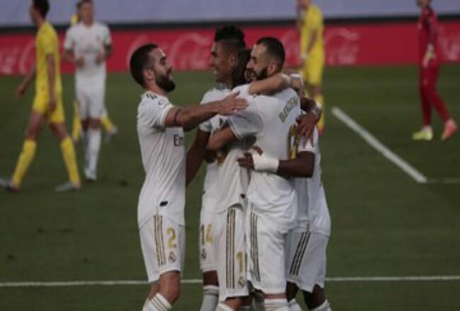 Pemain-pemain Real Madrid merayakan gol Karim Benzema. Foto: CNNIndonesia