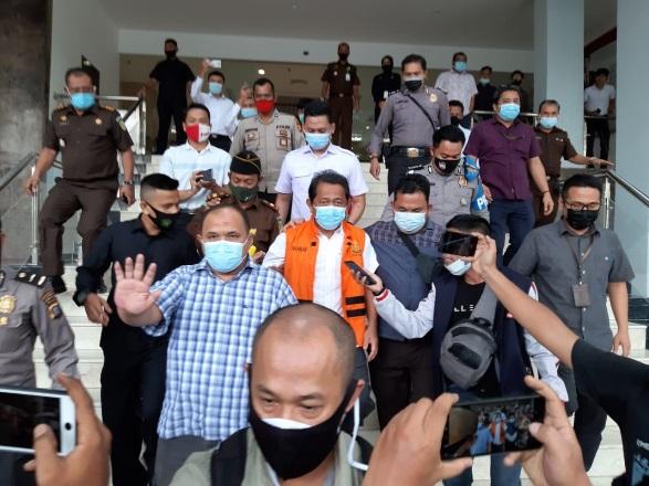 Yan Prana usai diperiksa di Kejati Riau