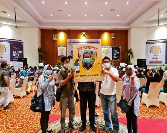 Kegiatan vaksinasi massal di Hotel Mutiara Merdeka Pekanbaru.