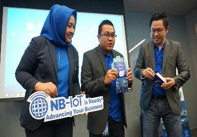 (Ki-ka) Group Head Corporate Communication XL Axiata, Tri Wahyuningsih, Chief Enterprise & SME Officer XL Axiata, Feby Sallyanto dan Head Internet of Things, Brian Cakra dalam acara peluncuran secara komersial jaringan NB-IoT 31 Kota di Jakarta. Rabu (25/9).