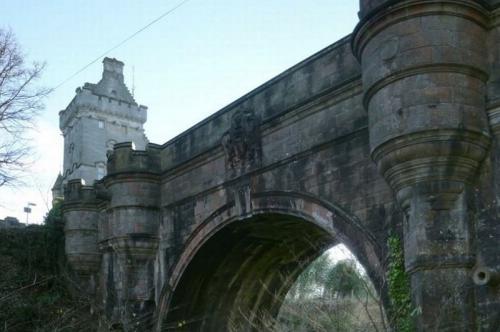 Jembatan Overtoun.
