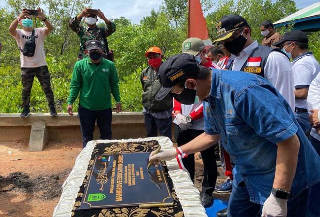 Gubernur Riau, Syamsuar meresmikan Kawasan Eco-Wisata Mangrove Desa Pangkalan Jambi Kabupaten Bengkalis, Minggu (27/9/2020).