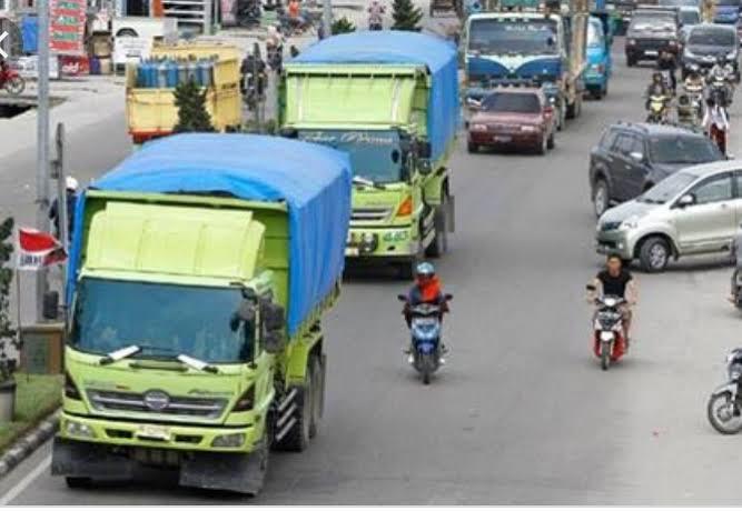 Truk di Pekanbaru bakal wajib lewati jalur khusus.