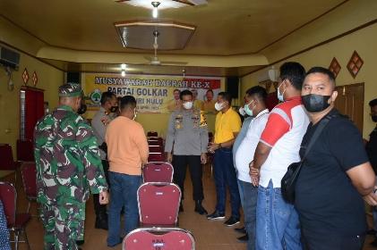 Kapolres Inhu AKBP Efrizal saat menjenguk persiapan Musda Golkar Inhu.