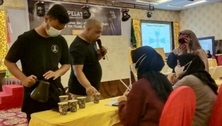 Pelatihan Barista Kopi di Kepulauan Meranti, menghadirkan instruktur dari Kopi Sibuk Pekanbaru