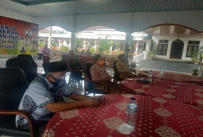 Bupati Sukiman, bersama KPU, Bawaslu dan instansi terkait vicon dengan Mendagri terkait persiapan peaksanaan Pilkada Rohul 2020.
