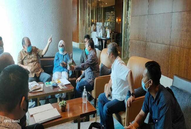 Pertemuan Bupati Irwan dengan sejumlah pengusaha di Restoran Pasola Hotel Ritz Carlton Jakarta, Rabu (28/10/2020).