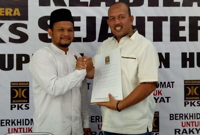 Hamulian, Bakal Cabup Rohul saat ambil formulir penjaringan di DPD PKS Rohul yang sudah dibuka PKS Rohul. FOTO: Feri Hendrawan