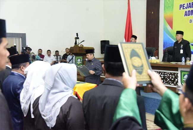 Bupati Bengkalis Amril Mukminin melantik para pejabat pimpinan tinggi pratama, adminstrator dan pengawas di lingkungan Pemkab Bengkalis kemarin.