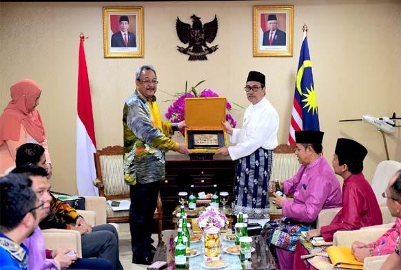 Gubri H Syamsuar terima kunjungan resmi Duta Besar Malaysia untuk Indonesia.