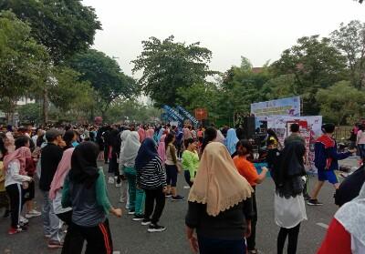 Masyarakat Pekanbaru antusias mengikuti Senam Zumba.