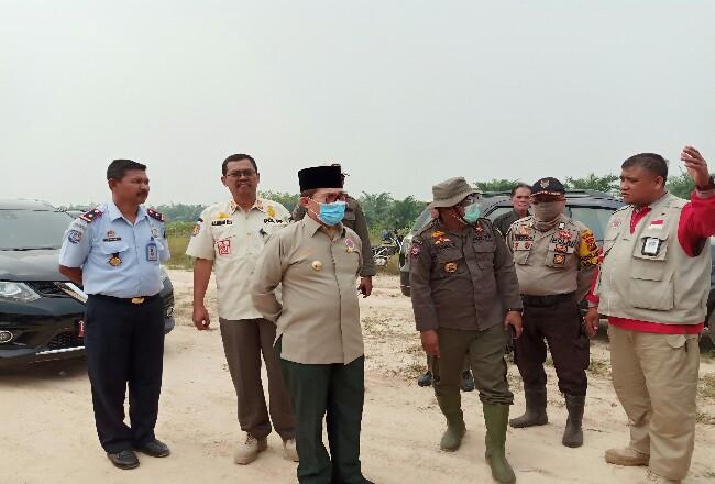 Cegah Karhutla, Walikota Dumai H Zulkifli As mengintruksikan Kepala BPBD Dumai mengawasi daerah rawan Karhutla, baru-baru ini.