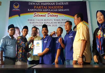 Pasangan Faizinn mengambil formulir penjaringan partai Nasdem di sekretariat partai Nasdem Jalan Diponegoro, Selatpanjang, Rabu (16/10/2019).