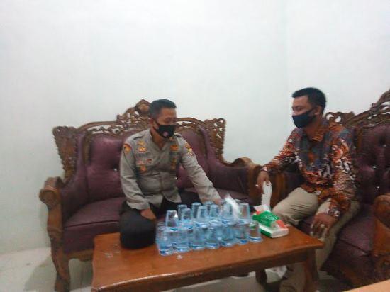 Kapolsek Sinaboi, AKP Epi Hermanto berkoordinasi dengan Datuk Penghulu Sungai Bakau.