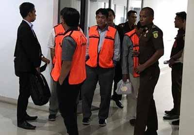 Tiga dokter RSUD Arifin Achmad (AA) Riau yang tersandung kasus dugaan korupsi.