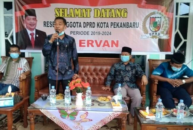 H Ervan anggota DPRD Pekanbaru saat reses.