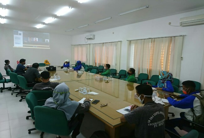 Para guru di tanah air antusias mengikuti lokakarya edukasi pencegahan karhutla nasional yang pertama kali dilaksanakan secara virtual. Kegitan ini diikuti lebih dari 400 peserta guru dari Sumatera, Kalimantan dan Papua.
