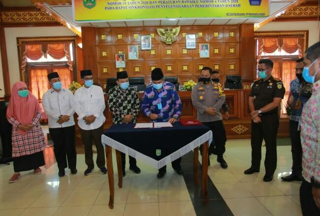 Bupati Siak Alfedri saat Rakor penegakan hukum protokol kesehatan di Kabupaten Siak.