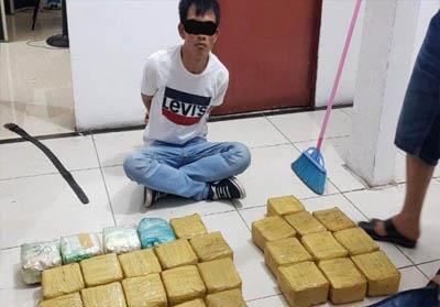 Tersangka berinisial Mawardi ditangkap bersama barang bukti di Jalan Lintas Maredan Km.25, Simpang Beringin, Kabupaten Siak Sri Indrapura, Riau.
