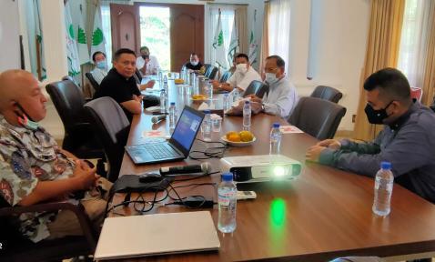 Bupati Irwan presentasi ke sejumlah pengurus Himpunan Kerukunan Tani Indonesia (HKTI) di Sekretariat HKTI Menteng, Jakarta Pusat, Rabu (21/10/2020).