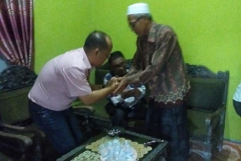 Budi Artiful mengunjungi Desa Mayang Sari, Kecamatan Pangkalan Lesung, Kabupaten Pelalawan.