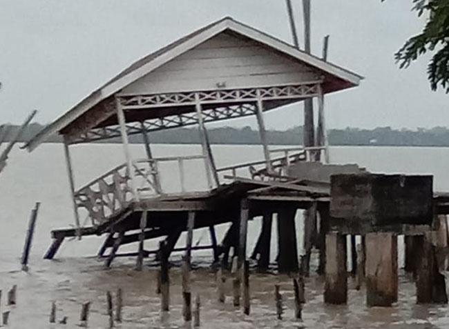 Pelabuhan rakyat di Desa Kudap Kecamatan Tasik Putripuyu, Kepulauan Meranti ditabrak kapal pada Rabu (11/12/2019) dini hari.