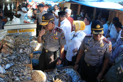 Kapolda Riau Irjen Pol Nandang melakukan Inspeksi Mendadak (Sidak) ke sejumlah pasar.