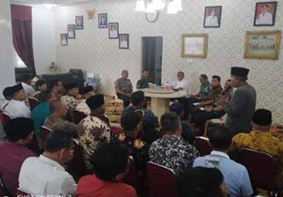 Bupati Rohil mengumpulkan Tokoh Agama menyikapi kasus penghinaan terhadap UAS oleh warga Kecamatan Sinaboi.