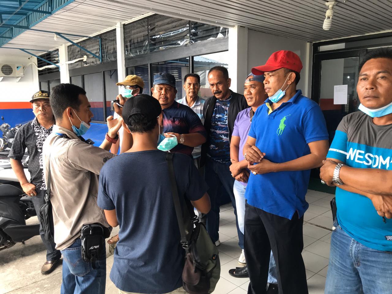 Sejumlah masyarakat Kepulauan Meranti datangi Kantor Syahbandar dan Otoritas Pelabuhan (KSOP) Selatpanjang Minggu (29/3/2020).