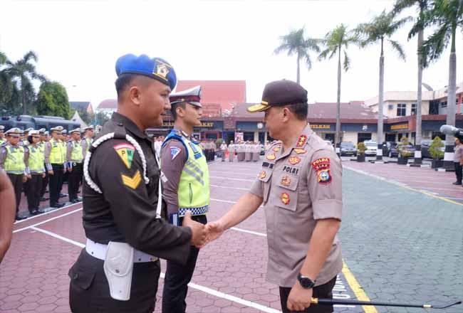 Kapolda Riau saat menggelar Apel Pasukan Operasi Zebra Muara Takus 2019.