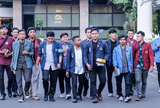 Sejumlah mahasiswa usai bertemu KSP Moeldoko beberapa waktu lalu. Foto:Detik