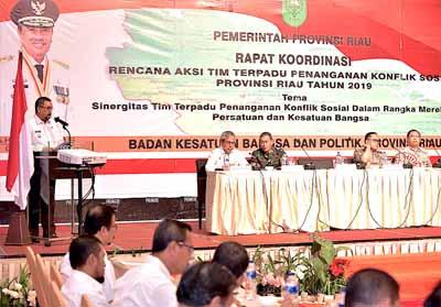 Wagubri H Edy Nasution memberikan sambutan dan arahan saat hadiri Rapat Koordinasi Recana Aksi Terpadu Penanganan Konflik Sosial 2019 di Hotel Premiere.