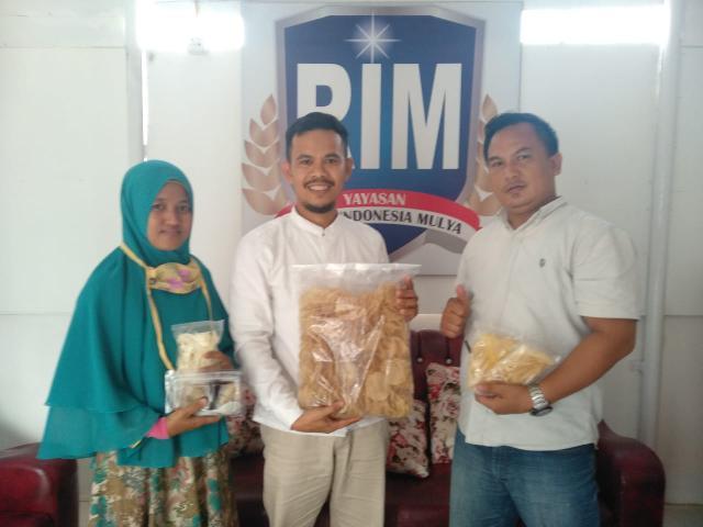 Rotte Foundation menyalurkan bantuan modal usaha kepada pelaku UMKM, yakni salah seorang warga daerah Simpang Raya, Pantai Raja, guna pemberdayaan Usaha Mikro, Kecil dan Menengah.
